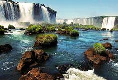 Las espectaculares y bellísimas cataratas de Iguazú (Iguaçu) que significa 'agua grande' en guaraní. La forman 275 saltos el más alto mide 80 m. (la Garganta del Diablo). ---------------------------- Fot.: MBisof #iguazu #brasil #brazil #argentina #cataratas #falls #paisaje #landscape #agua #water #selva #jungle #naturaleza #nature #waterfall #sudamerica #southamerica #rio #river