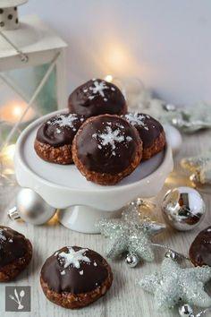 Schokoladen-Marzipan-Plätzchen (klappt bestimmt auch gut mit weißer Schokolade - KH)