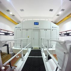 Con este simulador de vuelo actualmente se optimiza la programación y control de adiestramiento de más de 200 pilotos que operan los 9 equipos Boeing 787 hacia y desde Londres, Madrid, París, Tokio, Los Ángeles, Nueva York, Buenos Aires y Santiago de Chile.
