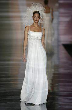 My wedding dress....Desfile de Manuel Mota para Pronovias. Feria Noviaespaña 2008. www.webnovias.com     2013 Gelinlik Modelleri