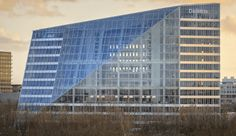 Completed in 2015 in Amsterdam, The Netherlands. Images by Ronald Tilleman, Raimond Wouda, Horizon Photoworks. Situated in the centre of Amsterdam's Zuidas business district, The Edge is an office building which opens itself up to the city with its Sustainable Building Materials, Sustainable Architecture, Architecture Photo, Green Architecture, Building Facade, Green Building, London Design Festival, Glass Facades, Sustainability