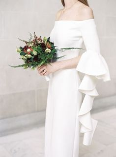 A city hall wedding that& make carrie bradshaw jealous Minimal Wedding Dress, Minimal Dress, Minimalist Wedding Dresses, Bohemian Wedding Dresses, Bridal Dresses, Minimalist Gown, Wedding Dress Sleeves, Dress Wedding, Bride Gowns