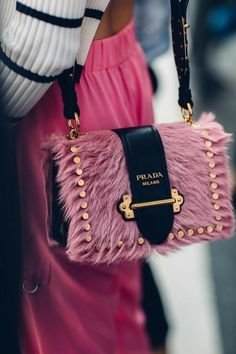 Hottest Handbags for Women Fashion Handbags, Purses And Handbags, Fashion Bags, Fashion Fashion, Gucci Handbags, Handbags Online, Fashion Details, Luxury Purses, Luxury Bags