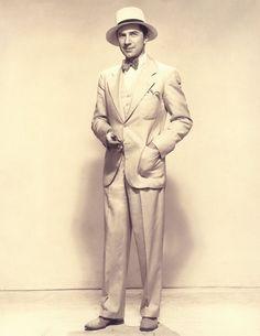 bela lugosi in linen suit ca 1930 silver White Linen Suit, White Suits, Mode Masculine, Cthulhu, Bela Lugosi Jr, Dracula Cape, Mens 3 Piece Suits, Dark City, Dapper Day