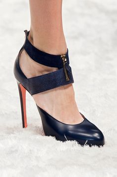 Straight From Milan Fashion Week: Shoes, Shoes, Shoes!: While everyone else is obsessing over the clothes coming down Milan's biggest runways, we're looking down — specifically at the bags and shoes.