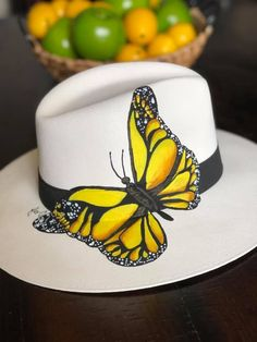 Sombrero Cowboy, Painted Hats, Hat Crafts, Western Chic, Dress Hats, Custom Hats, Summer Hats, Ankle Bracelets, Fabric Painting