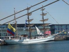 El Guayas, el buque escuela de Ecuador, es uno de los barcos más bonitos y mejor mantenidos de la regata Tallships Race, y aunque parece un velero antiguo, fue botado en 1976, con base en Guayaquil P8100338 by Vagamundos.net/Carlos Olmo, via Flickr http://www.besgua.armada.mil.ec/