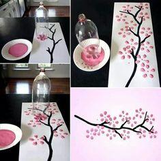 Quadro pintado com ajuda de garrafa pet                                                                                                                                                                                 Mais