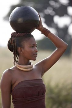 Traditional+african+women | African-woman-carrying-pot