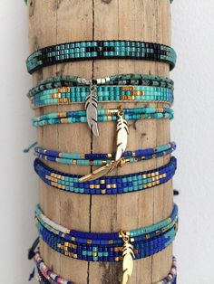 Set of two Bracelets. Different colors: summer colors and others more sober colors... (1) miyuki beads strung on nylon cord two ties closes with a nylon cord braided macrame adjustable according to your wrist size. A charm (feather headdress, Indian, leaf etc) in silver or gold