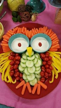 Good vegetable tray for a Halloween party Owl Veggie rezepte snacks 9 Stuffed-Avocado Recipes For Almost Every Meal of the Day Party Trays, Snacks Für Party, Party Appetizers, Bug Snacks, Fruit Party, Owl Party Food, Christmas Appetizers, Fruit Snacks, Kids Fruit