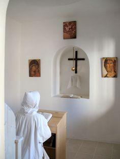 dans la cellule --- sisters of Bethlehem Home Altar Catholic, Catholic Prayers, Roman Catholic, Nuns Habits, Prayer Corner, Jesus Christus, Bride Of Christ, Prayer Room, Jesus Pictures