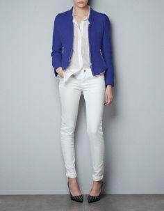 Cobalt blazer and white Casual Blazer, Blazer Outfits, Casual Outfits, Work Outfits, Fall Outfits, Fashion Outfits, White Pants Fashion, Cobalt Blazer, Color Azul Rey