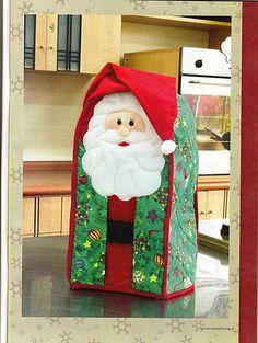 Resultado de imagen para forros de licuadora en foami Homemade Christmas Decorations, Holiday Decor, Christmas Crafts, Merry Christmas, Sewing Patterns, Crochet Patterns, Christmas Stockings, Santa, Handmade