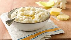 Cauliflower Mashed Potatoes Skip the starchy mashed potatoes in favor of this filling, nutrient-dense cauliflower mash. Paleo On The Go, How To Eat Paleo, Healthy Cooking, Healthy Eating, Cooking Recipes, Clean Eating, Paleo Mashed Cauliflower, Califlower Mashed, Cauliflower Potatoes