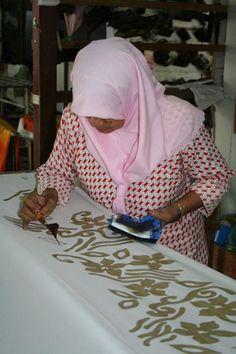 Kenali melayu Malaysia (Know Malaysian Malays): Batik Malaysia