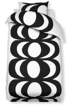 Marimekko duvet covers and pillow cases. Marimekko, Black Bedding, Linen Bedding, Bed Linen, Comforter, Bedding Sets, Scandinavia Design, How To Dress A Bed, Colors