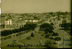 Entre anos 1915 e 1920 - Vale do Anhangabaú. Foto tirada sobre o antigo Viaduto do Chá em direção à atual praça da Bandeira.