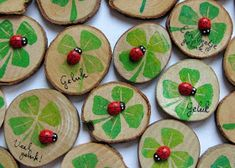 * Roerend Goed *: Klavertje tachtig Nice to give it with a gift! Nature Crafts, Home Crafts, Diy And Crafts, Crafts For Kids, Arts And Crafts, Wood Slice Crafts, Deco Table, St Patricks Day, Diy For Kids