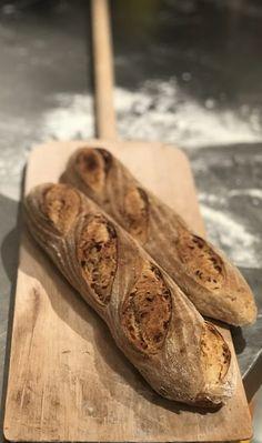 Baguette mit Röstzwiebeln - Bread Bull by Holger Türk Food, Breads, Bread Baking, Play Dough, Food Food, Side Dish, Essen, Meals, Eten