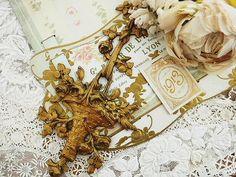 オルモル・バスケット飾り - イギリスとフランスのアンティーク | バラと天使のアンティーク | Eglantyne(エグランティーヌ)