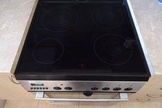 Καθαρισμός κεραμικής εστίας χρησιμοποιώντας μόνο δύο υλικά! Βρωμιά και γρατζουνιές στα μάτια της κουζίνας εξαφανίζονται ως διά μαγείας.