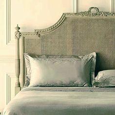 Boa noite! Arte em Palha (Empalhamentos, Itu/SP) Cel/Whats: 11 97040-6441 Tel: 11 4025-2175 Instagram: #arteempalha  #cabeceira #palhinha #headboard #caning #canespotting #bedroom #vintage #vintagestyle #rejilla #antyk #decor #decorhome #decoração #decorations #interiordecor #interiors #homedecor #noiteboa #noite #linda #boanoitee #boanoiteee #boanoite #goodnight #follow4follow #quarto #casadecor