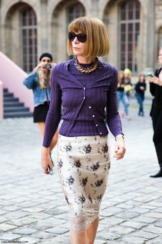 outrageously chic. #AnnaWintour in Paris.