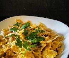 Mit Kürbis kann man unwahrscheinlich viel anstellen: warum also nicht mal mit Pasta kombinieren, schließlich ist Tomatensauce auf Dauer auch langweilig. ;-) Diese cremige und leicht scharfe Sauce ist genau das richtige für verregnete, graue... #hauptspeisen #herbst #hülsenfrüchtekartoffeln
