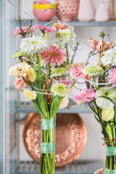 Wonderful gerbera bouquet inside a big glass vase#pinkegerberas #whitegerberas #inspiration #colouredbygerbera #dutchgerbera