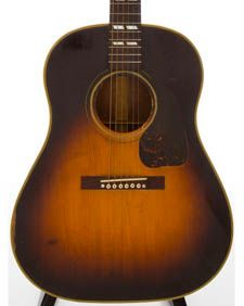 1940s Gibson Banner Southern Jumbo in a no reserve auction. Seller puts this in Good condition and says it's 1940s. We agree and lean toward the early 40s, based on the fact that this one has a truss rod...