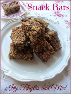 Ivy, Phyllis and Me!: FRUIT AND NUT SNACK BARS
