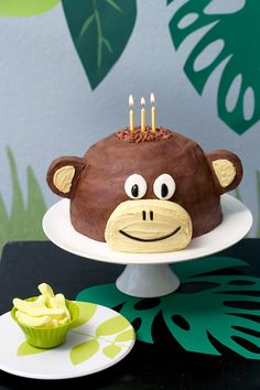 Monkey cake...This was Xander's first birthday cake...way easy to make with a few metal mixing bowls.