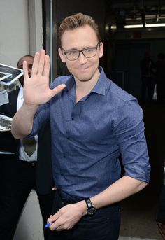 Tom Hiddleston arriving at #TheLateShow With Stephen Colbert taping at the Ed Sullivan Theater. Oct 16. via torrilla