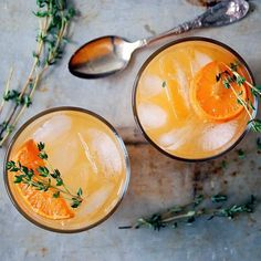Vodka Clementine Cocktails With Thyme Simple Syrup. Get this and 90+ more Fall/Winter Cocktail recipes at https://feedfeed.info/fallwintercocktails