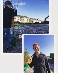 Da er første spadetak tatt! Vi bygger en gårdsbarnehage i bydel Grorud, Oslo kommune som skal stå ferdig høst 2018. Barnehagen blir endel av området Nordtvedt gård.Det blir nærkontakt med dyr, jordbruk og mye annet spennende. Materialvalget er massivtre og bygget er utformet slik at barna kan gå på hele taket. Fortsettelse følger!Fotograf:Trygve(6)#nordtvetgårdbarnehage#nordtvetgård#oslokommune#pionerbarnehager#massivtre#massivtrehus#gårdsbarnehage#barnehage