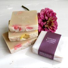 Jabón de mimosa y clavel, una delicia de aroma. #jabonesnaturales #jabones #soaps #cosmetica #natural #belleza #beauty #skincare #vegansoaps #certifiedcosmetic #ecocert