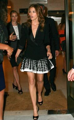 Jessica Biel Bikini, Jesica Biel, Black Dress Red Carpet, Robin Wright, Kate Beckinsale, Famous Women, Thing 1, Sexy Legs, Girl Fashion