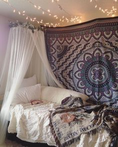 Decorations are a must when having to live in a boring dorm room for the whole school year. Having decorations makes the whole experience a bit more exciting and makes your room more inviting and comfy. Here are 5 trendy decoration ideas that will make. Home Bedroom, Girls Bedroom, Bedroom Decor, Bedroom Ideas, Bedrooms, Indie Bedroom, Master Bedroom, Boho Bedroom Diy, Decor Room