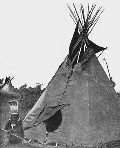 Cheyenne Indian Tipi or House. About Native Americans: About the Cheyenne Indians with Photos and Images. Native American Images, American Indian Art, Native American History, Native American Indians, Cherokee History, Indian Tribes, Native Indian, Blackfoot Indian, Cheyenne Indians