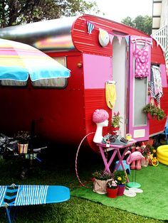 1964 Vintage Caravan Makeover --- Final cute look at the exterior again! I love the cheesy lawn decorations (well duh...I have a weakness for garden gnomes!!) and the fake grass turf front yard. (View #9)