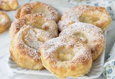 Gentle apple fritters WW, recipe for tasty baked apple fritters, very mild and simple to make for a fast snack or brunch. Apple Recipes, Sweet Recipes, Healthy Recipes, Healthy Meals, Soup Recipes, Chicken Recipes, Kiwi Smoothie, Beignets, Baked Apple Fritters