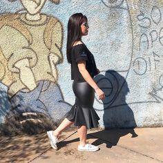 Aquele inverno que no sol faz calor e na sombra frio. Onde clico pra voltar o verão? VEM VERÃO ��... Pelo menos to divando com essa saia da @fr.araraquara... muito amor por essas e tantas outras peças de babar! . . . . . . . . . . . . . . . . . . . . . . . #designer#de#moda#fashion#student#saia#midi#preta#top#cropped#black#allstar#white#branco#tendencia#inverno#blogue#blogueira#nicolemariablog#blognicolemaria#nicole#maria#fiquepordentro#novidades#todo#dia#look#da#tarde…