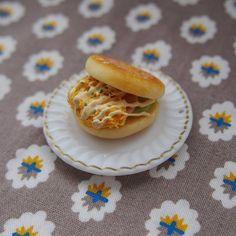 Miniature bagel sandwich