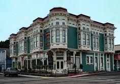victorian homes in CALIFORNIA | Victorian-Hotel-Ferndale-CA-CS5