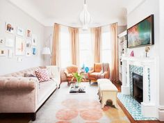 Blasting Eclectic Interior Ideas for Your Stylish Living Space: Eclectic Living Room Interior Color Theme With Peach And White Collaboration. Eclectic Living Room, Small Living Rooms, Rugs In Living Room, Living Room Interior, Living Room Designs, Living Room Decor, Living Spaces, Tiny Living, Modern Living