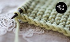 How to make a nice edge stitch (garter or stockinette) Hand Knitting, Slip Stitch Knitting, Knitting Help, Knitting Stiches, Knitting Yarn, Knitting Needles, Crochet Stitches, Knit Or Crochet, Beginning Knitting Projects