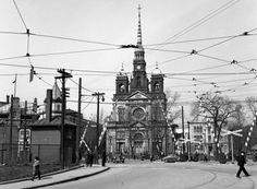 La Place Saint-Henri en 1948. Montreal. Montreal Ville, Montreal Quebec, Quebec City, Vintage Pictures, Old Pictures, Old Photos, Photo Vintage, Belle Villa, Canada