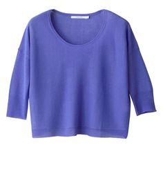 """Ce petit top """"cropped"""" se pose parfaitement sur la jupe DANDELION. Il doit son côté féminin à son encolure légèrement  échancrée."""