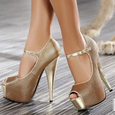 40 Peep toe shoes For College - Shoes Market Experts Pretty Shoes, Beautiful Shoes, Cute Shoes, Me Too Shoes, High Heels Gold, Gold Shoes, Silver Heels, Black Silver, Girls Shoes